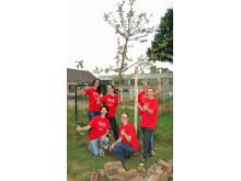 Ein neuer Apfelbaum für die Villa Kunterbunt