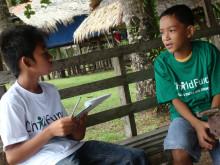 Ralph intervjuas av Assir i Filippinerna