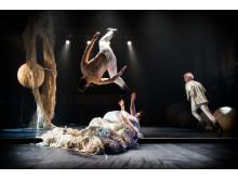 Cirkus Cirkör - Knitted Piece - Quim Giron, Alexander Weibel Weibel, Niklas Blomberg