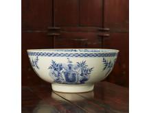 AntikWest, punschbål, blåvitt porslin, Grillska vapnet, Qianlong, Kina.