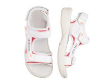 Sportiga sandaler i vitt