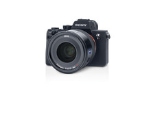 Zeiss_Batis_2_40_CF_product_sample_with_camera