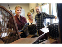 The Karlsson/Bergman family with the first Hypro processor. From the left: Tommy, Elisabeth and Linus. Today the processor is found in 32 countries and its most important sales channel has been Elmia Wood.
