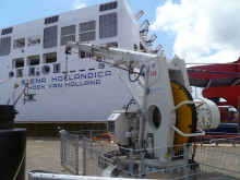 Cavotec AMP telescopic crane connects electrical power to Stena Hollandica