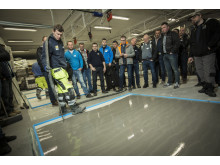 Thomas Nordli i Weber presenterer de nye miljøvennlige gulvproduktene for en interessert gruppe med Sertifiserte Weber Gulventreprenører
