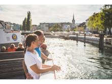 Tourenbiker auf dem Rheinschiff Thurgau bei der Ankunft in Schaffhausen