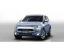 Mitsubishi Outlander Hybrid front