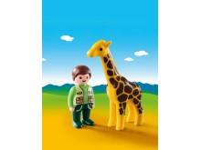Tierpfleger mit Giraffe