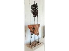 Drömfarkost, av Ian Newbury. Material: plåt och travertin.