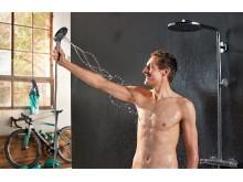 Marcus Burghardt nyder brusestrålen med massageeffekt