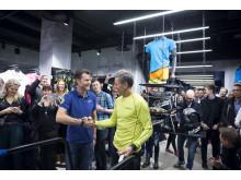 Handslag mellan Tomas Solin och Börje Salming