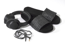 h.ear on Wireless NC Kopfhörer von Sony mit Badesandalen_02