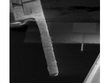 Till vänster en vanlig sensor och till höger KTH-forskarnas mindre dito.