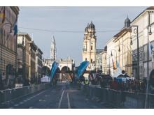 Der Ziel- und Startbereich befindet sich auf der Münchner Ludwigstraße mit Blick auf die Altstadt.