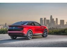 Volkswagens eldrivna konceptbil ID. Crozz visas upp i Sverige för första gången.