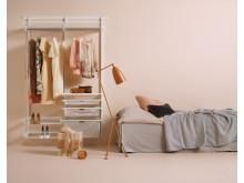 Elfa_förvaring kvinna sovrum