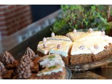 I cafeen kan de studerende købe en let frokost eller et stykke kage