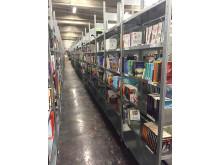 Adlibriksen yhteistyö Porvoon Kirjakeskuksen kanssa mahdollistaa tilausten toimittamisen asiakkaille parhaimmillaan jopa seuraavaksi päiväksi.