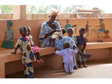 Mamma och barn på hälsokontroll i Mali