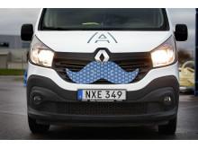 Assemblins bilar kläs med mustasch för att skapa uppmärksamhet åt Mustaschkampen