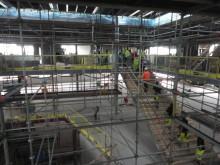 Halvvägs i bygget av Viktoriaskolan - mycket händer på insidan