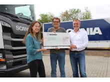 Scania Mitarbeiter spenden für Koblenzer Verein Die Schachtel