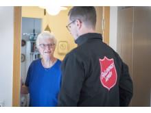 För äldre som har svårt att ta sig från sin bostad kan Frälsningsarmén göra hembesök.