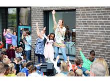 Artisten Raylee åpnet skolen med BliMe-dansen