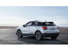 Audi SQ2 (gletscherhvid) statisk bagfra uden baggrund