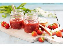 Rabarbra- og jordbærsyltetøy