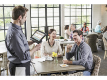 Waiter swiping card on HP MX10 Retail Solution