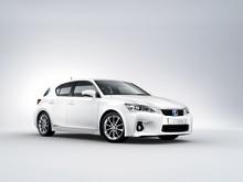 Stort intresse för Lexus kompakta fullhybrid – kommer till Sverige i april