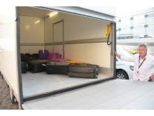Dagen før Spies' gæster skal flyve på ferie, kører en varevogn fra VALiZO rundt til deres hjem i Storkøbenhavn og henter bagage og udleverer boardingkort og bagagetags.