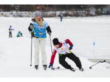 Alla på snö, barn åker skidor
