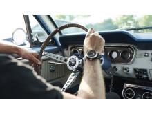 Klockan är tillverkad av delar av en gammal Ford Mustang.