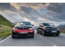 Den opdaterede BMW i3 (Imperial Blue) og den helt nye BMW i3s (Melbourne Red)
