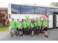 Hela gänget som åkte runt med Förbos sommarjobbsbuss