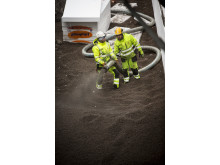 Blåsing av løs Leca er effektivt på trange og kronglete tomter, som her på Drøbaksbadet