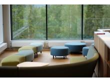 Sydskogen skole, lyse og fine lokaler, her biblioteket