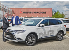 DHB zur Fahrzeugübergabe bei Mitsubishi Motors in Friedberg