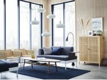 Stue med DELAKTIG sofa, STOCKHOLM 2017 skab og INDUSTRIELL stole