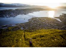 Von Tromsøs Hauberg Storsteinen bietet sich ein wunderbarer Blick auf die Stadt