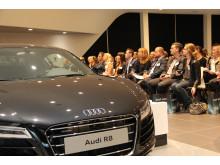 Deltagere ved Berlingske Talent 100 konferencen 2014 med udstillede Audi biler (foto af Søren Dandanell)