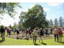 Magnus Lönns ordlabyrint i trädgårdarna på Astrid Lindgrens Näs