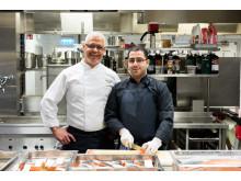 Abdelkader Dali och Anas-Rajab i Scandic Klaras kök under pågående validering.