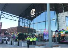 Wästbygg AB bygger om Asecs för Alecta som äger och utvecklar handelscentrat. I etapp 1A byggdes ett restaurangtorg och i etapp 1B en ny butiksdel och den nya entrén. Foto: Bild 3 och 4 Lina Salomonsson