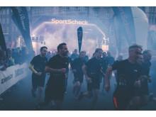 Beim Night RUN in Bremen eröffnen rund 2.000 Läufer die RUN-Serie mit bundesweit 17 Stationen.