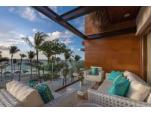 Beachfront Suite_Balcony_4103