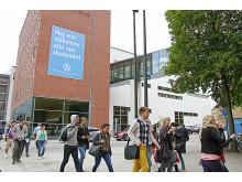 Nya studenter anländer till Högskolan i Borås hösten 2013