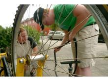 Mobil cykelverkstad besöker bostadsområden